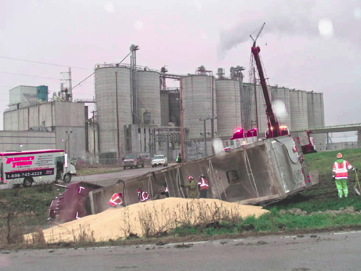 Corn truck spills contents at Didion Ethanol in Cambria, WI